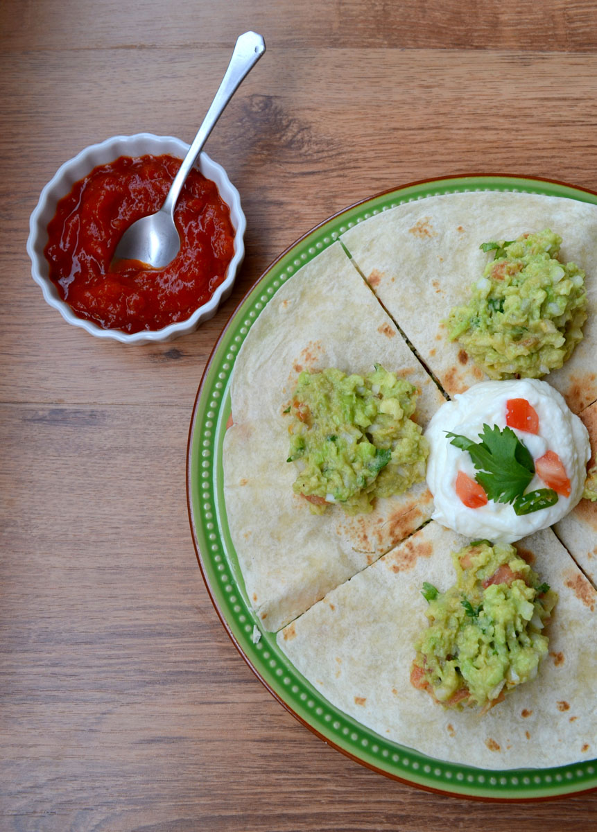 Quesadilla receta guacamole salsa agria
