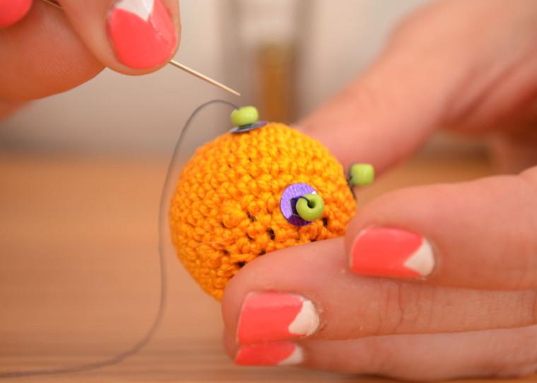 Cuelga_puertas_boho_bola_crochet