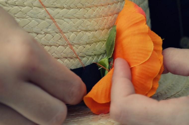 Sombrero canotier con flores