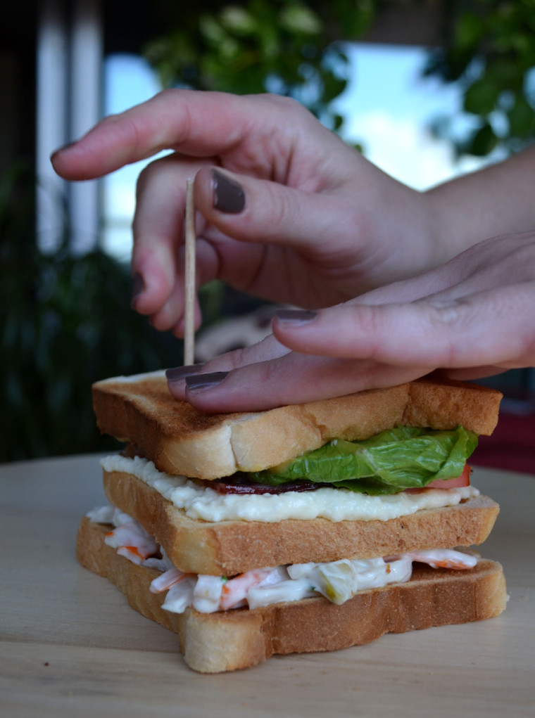 Sandwich_club_palitos_cangrejo