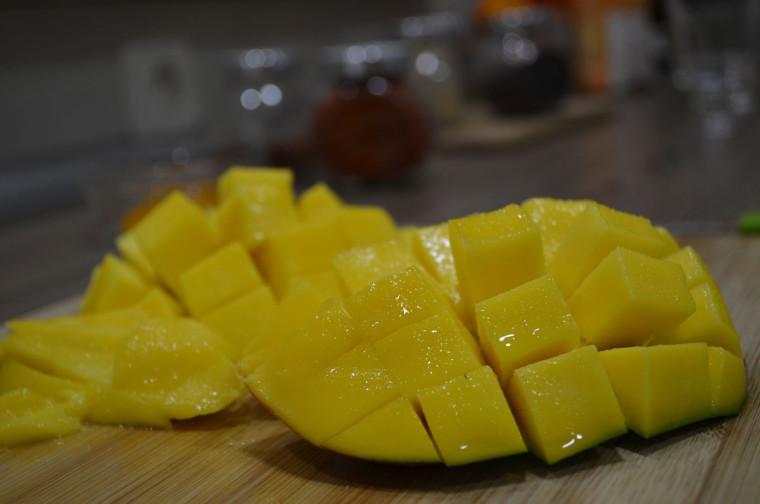 Bhajias (buñuelos de cebolla) con chutney de mango