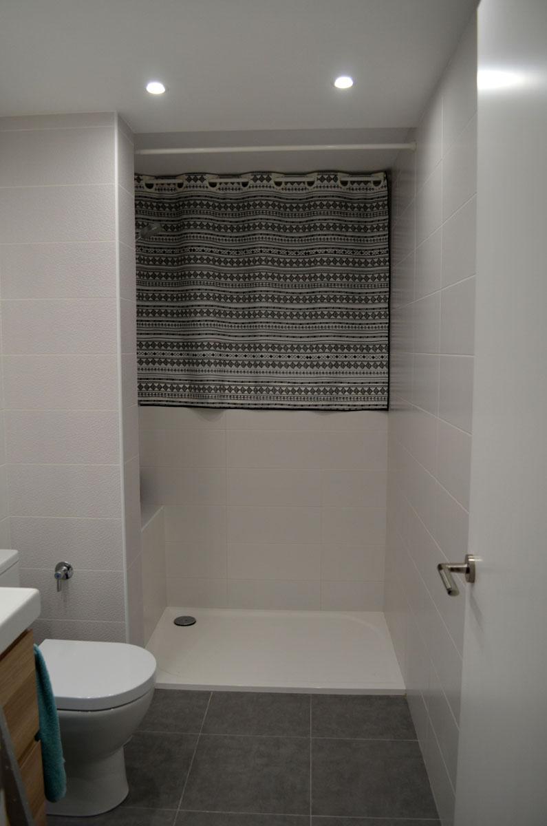 Cortina de ducha diy departamento de ideas - Cortinas para ventanas abuhardilladas ...