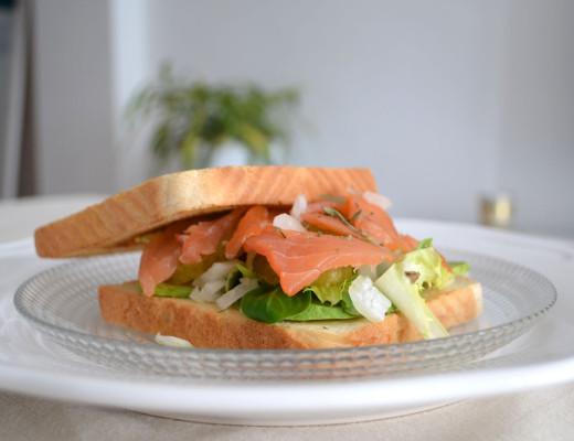 Sándwich_noruego_salmon_aguacate