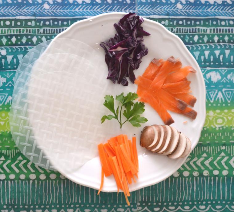 Rollitos_papel_arroz_salmon_champiñones_lombarda