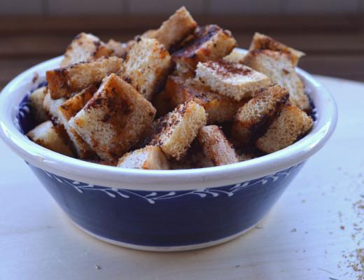 Croutons o picatostes al pimentón