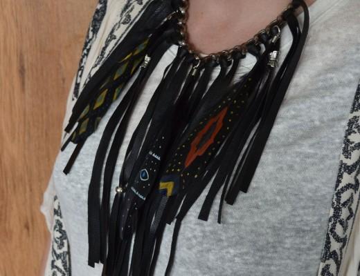 Collar plumas pintadas y cuero