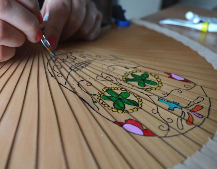 Abanico pintado a mano calavera