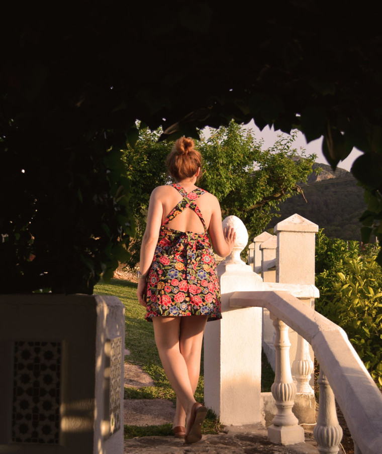 Vestido flores espalda cruzada