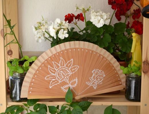 Abanico pintado flores blancas rotulador