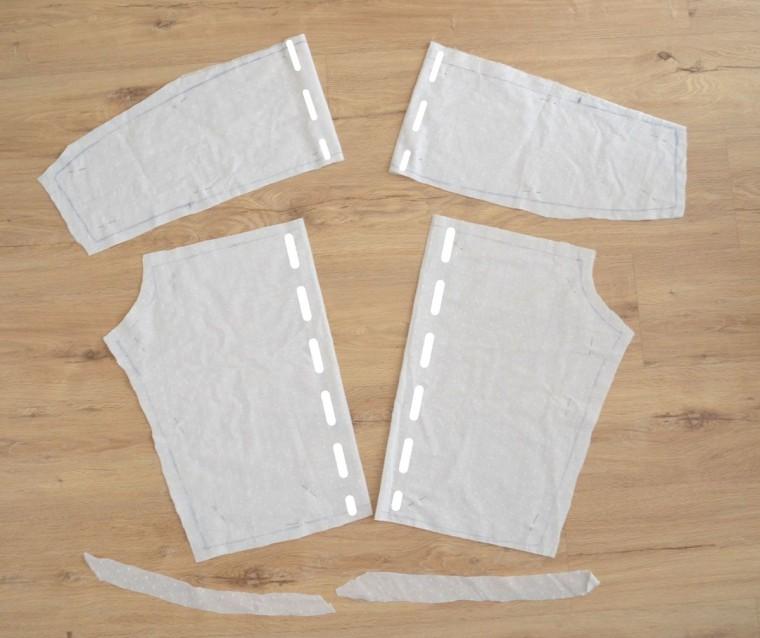 Blusa blanca topitos escote volante