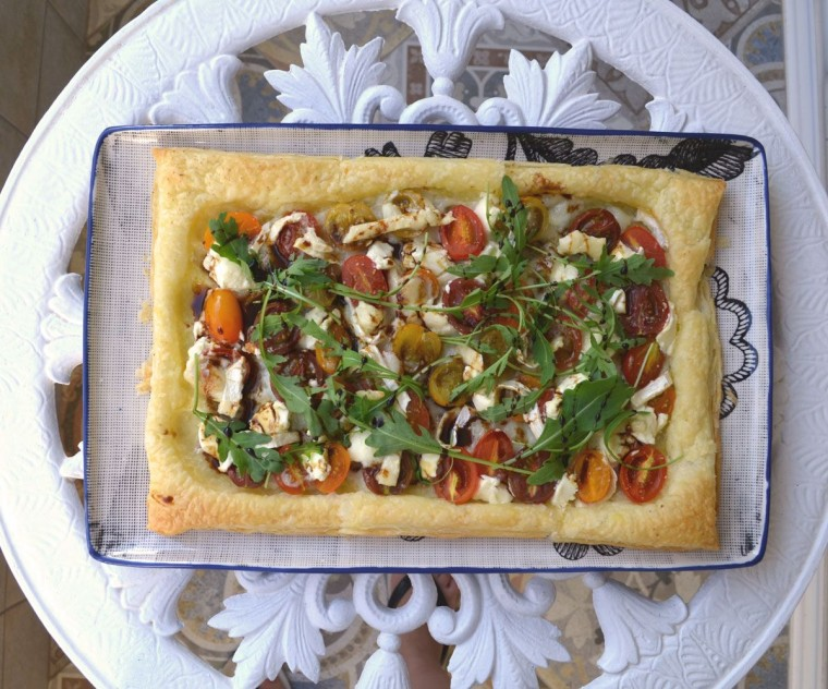 Tarta salada hojaldre mediterranea