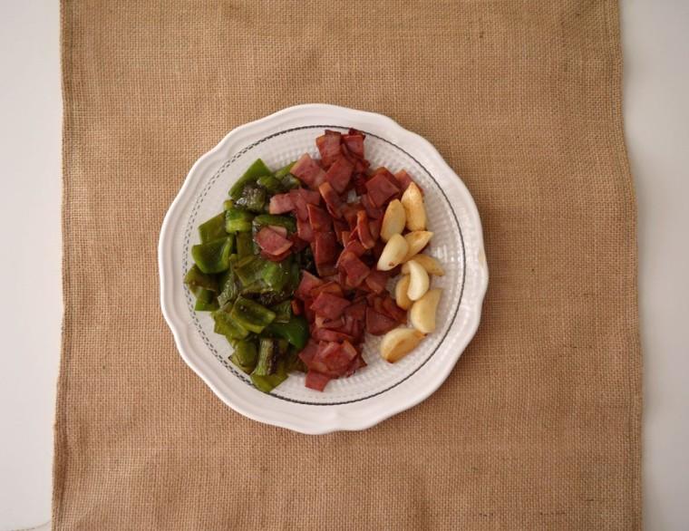 Migas pan bacon pavo