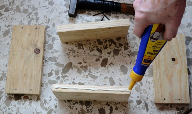 Mesa para brazo sofa con madera palet (3)