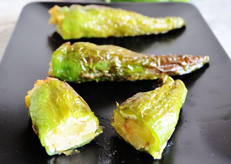 Pimientos verdes rellenos tortilla patatas