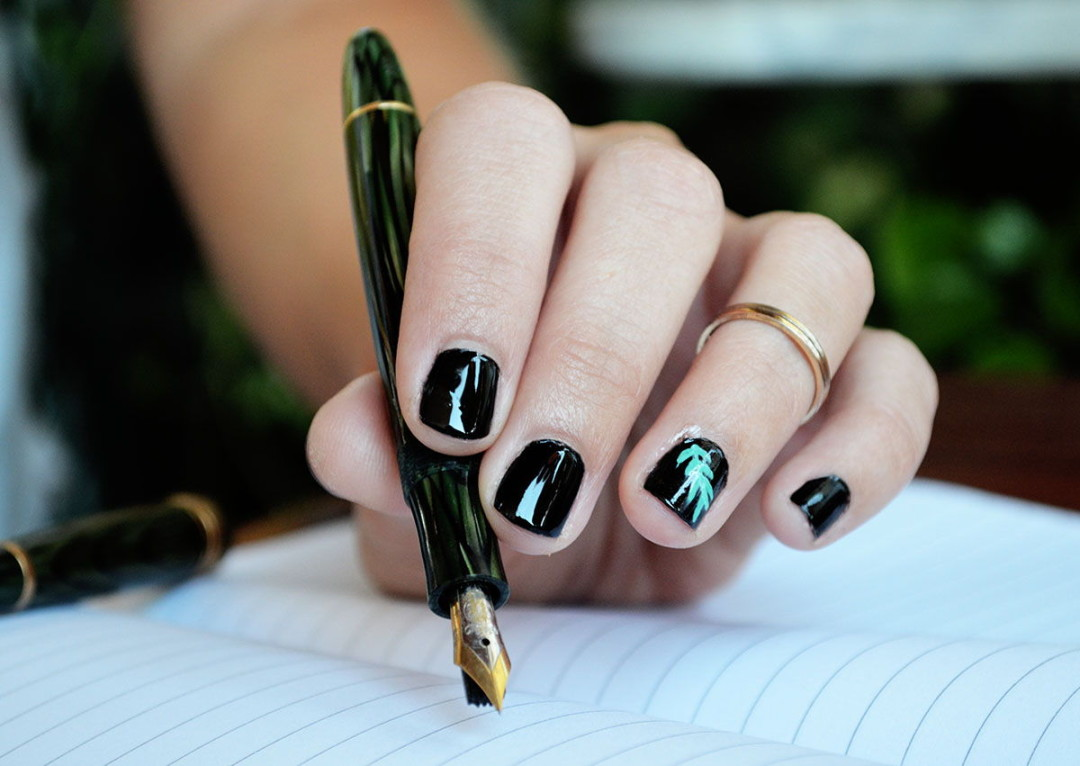 botanical-nails