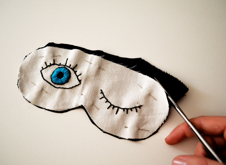 antifaz-dormir-diy-ojos-bordados