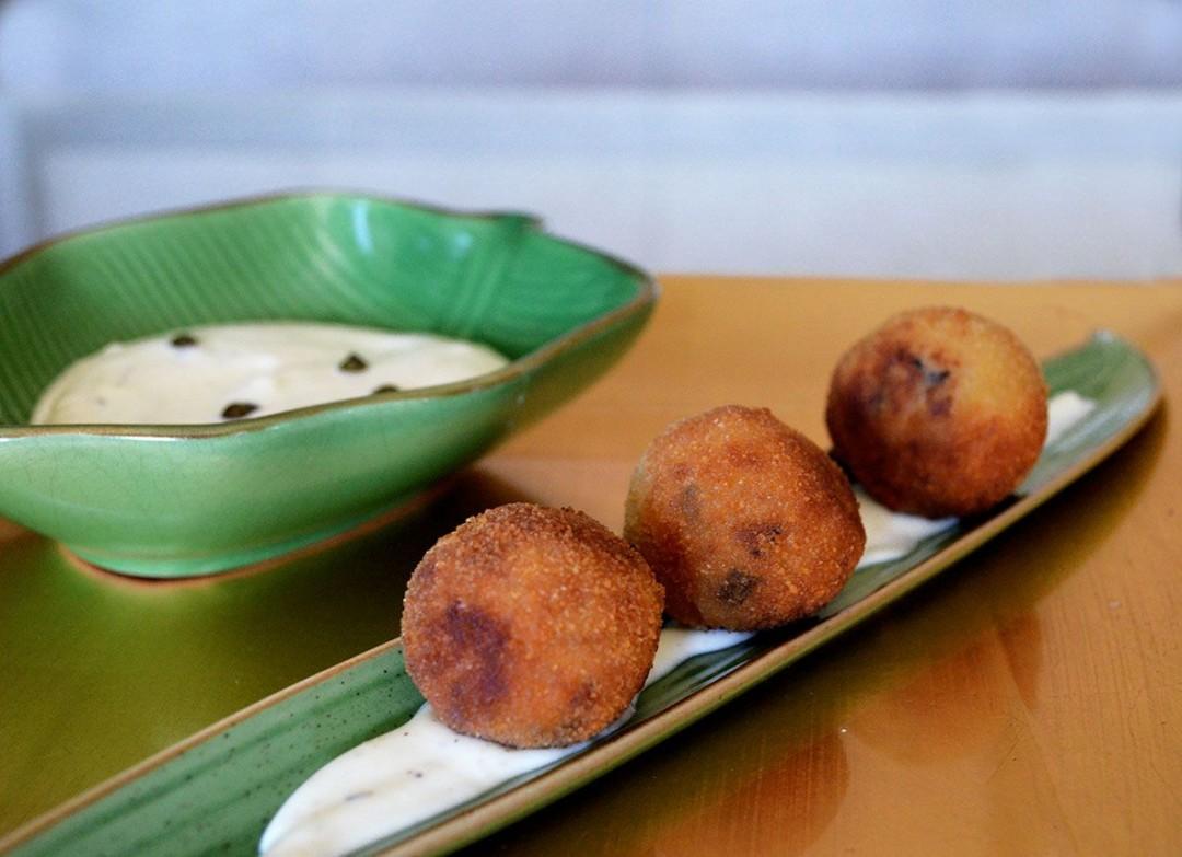 croquetas-setas-shitake-mayonesa-salsa-soja