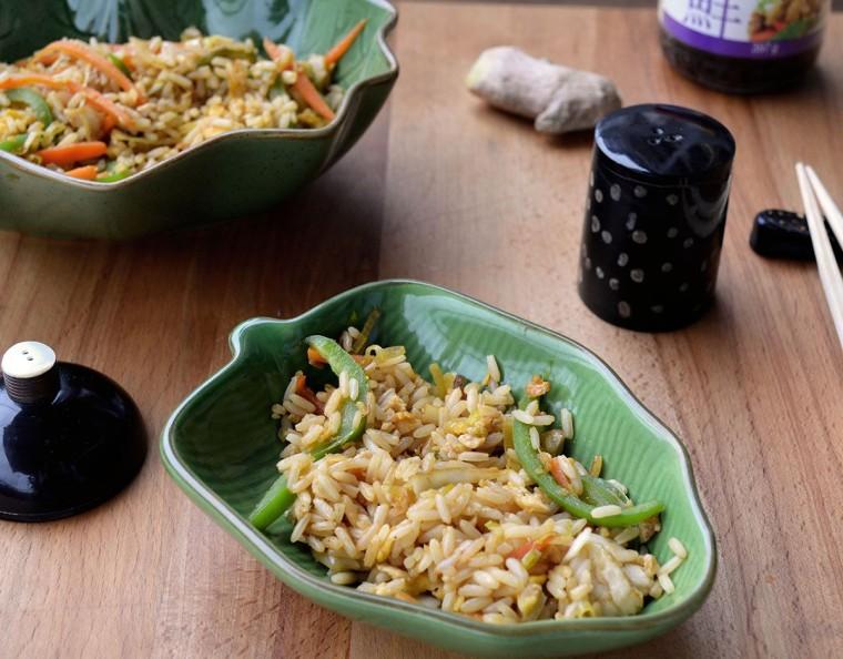 Arroz oriental con salsa hoisin