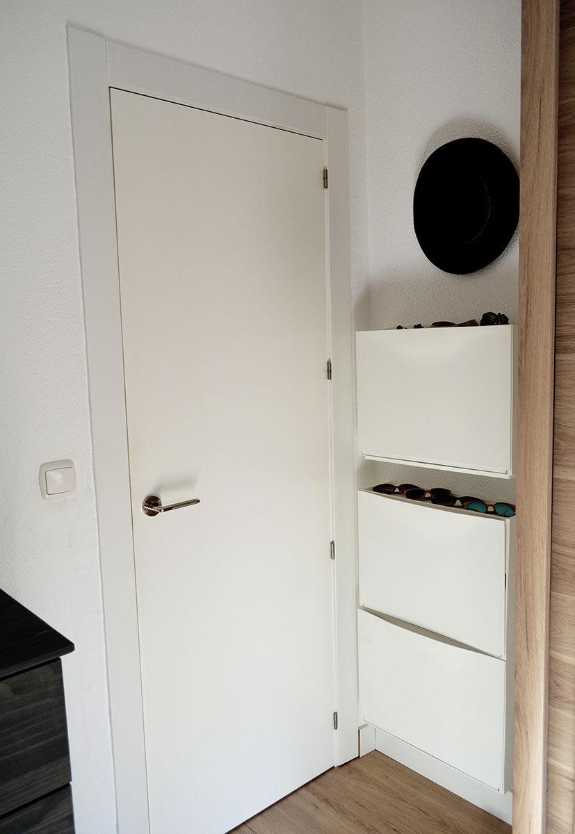 Aprovechar espacio tras puerta zapatero